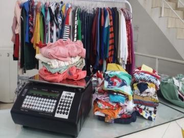Empreender é pensar diferente: já pensou em vender roupa por quilo?